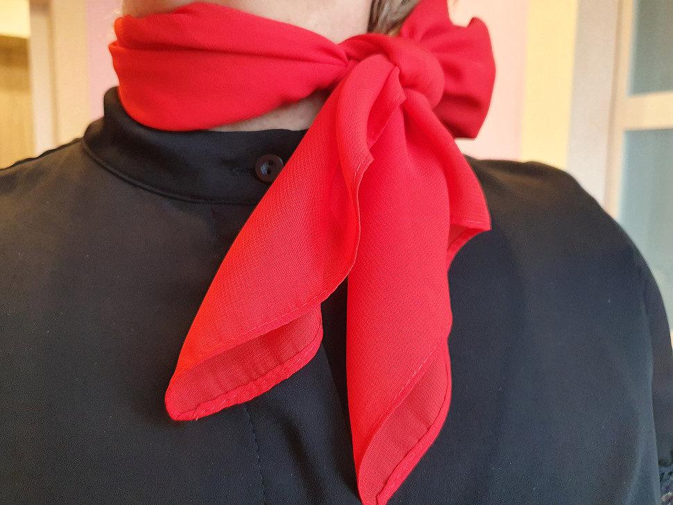 красиво завязанный платок на шее фото